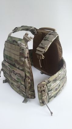 Airsoft hub is a social network that connects people with a passion for airsoft. Talk about the latest airsoft guns, tactical gear or simply share with others on this network Military Gear, Military Equipment, Plate Carrier Setup, Army Gears, Airsoft Gear, Combat Gear, Chest Rig, Tactical Equipment, Tac Gear