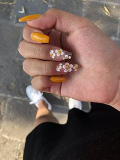 Nail art Christmas - the festive spirit on the nails. Over 70 creative ideas and tutorials - My Nails Nail Art Designs, Long Nail Designs, Flower Nail Designs, 3d Flower Nails, Cute Acrylic Nails, Cute Nails, Pretty Nails, Acrylic Spring Nails, Acrylic Nails Yellow