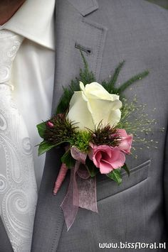 Prachtige #Bruidscorsage | by floralworkshops Diy Wedding Bouquet, Corsage Wedding, Diy Wedding Flowers, Bride Bouquets, Floral Wedding, Wedding Day, Prom Corsage And Boutonniere, Groom Boutonniere, Boutonnieres