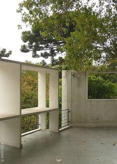 100420-45 LA PLATA - Casa Curuchet (arq. Le Corbusier) - Terraza y brise soleil de la fachada a calle