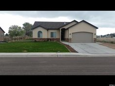 This lovely 3 bed 2 bath home in Haven Estates was completed in february of 2014. Excellent condition, ebony granite throughout, Large master with bay windows and en suite closet , landscaped in fr…