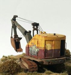 Bucyrus Erie scale) by Andreas Rousounelis Weather Models, Earth Moving Equipment, Bucyrus Erie, Utility Truck, Old Lorries, Crawler Tractor, Vintage Tractors, Toy Soldiers, Heavy Equipment