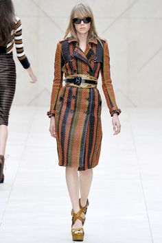 Burberry Prorsum Spring 2012 RTW Striped Trench Coat media gallery on Coolspotters. See photos, videos, and links of Burberry Prorsum Spring 2012 RTW Striped Trench Coat. Runway Fashion, Fashion Show, Fashion Design, London Fashion, Women's Fashion, Urban Fashion, Luxury Fashion, Boucle Coat, Leather Trench Coat