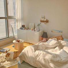 Room Design Bedroom, Room Ideas Bedroom, Korean Bedroom Ideas, Zen Bedroom Decor, Bedroom Art, Minimalist Room, Minimalist Apartment, Pretty Room, Aesthetic Room Decor