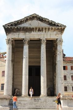 Roman arch in Pula, Croatia | Europe a la Carte Travel Blog