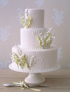 Lilly of the valley wedding cake~ love the simplicity of this cake, evokes elegance!