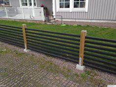 staket - svart med tryckimpregnerade stolpar