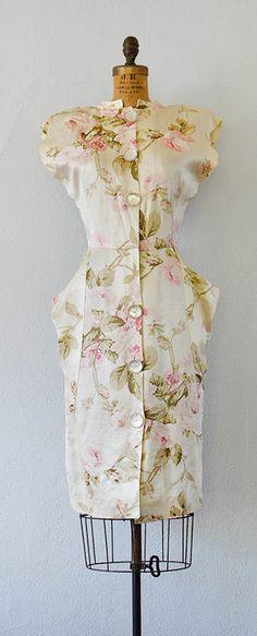 vintage 1940s silk pale rose print pocket dress | Rose Rendezvous dress by Adored Vintage | #40svintage 1940s