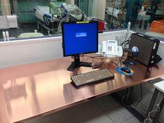 Ospedale di Jorvi (Finlandia): scrivanie e tastiere in rame