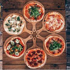 Ideas for pizza Deco Restaurant, Pizza Restaurant, Pizzeria Design, Pizza Party, Food Presentation, Pizza Recipes, Finger Food, Italian Recipes, Food Photography
