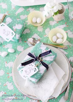 Duka fr psk med fina gg i marmor frn broste copenhagen easter gift wrap and table setting the craft cafe decoupage easter eggs diy via http negle Image collections