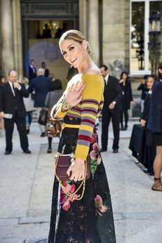 Olivia Palermo is seen arriving at Valentino Fashion show during Paris Fashion Week Spring/Summer 2017 on October 2 2016 in Paris France Más Olivia Palermo Lookbook, Olivia Palermo Style, Star Fashion, Paris Fashion, Fashion Women, Women's Fashion, Fashion Trends, Casual Elegance, Love Her Style