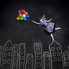 Forced Perspective Photography chalk and Balloons. Conceptual Photography, Creative Photography, Photography Tips, Friend Photography, Summer Photography, Maternity Photography, Couple Photography, Digital Photography, Balloons Photography