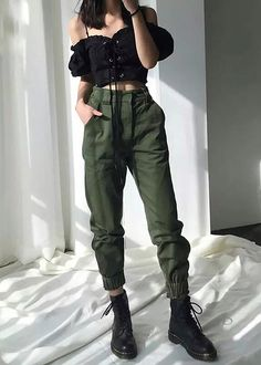 street style grunge looks to wear right now 26 Kpop Fashion Outfits, Edgy Outfits, Korean Outfits, Mode Outfits, Retro Outfits, Cute Casual Outfits, Sporty Fashion, Ski Fashion, Fashion Spring