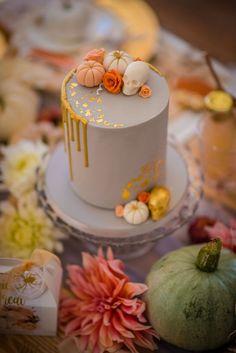 Cute Halloween Cakes, Bolo Halloween, Halloween Sweets, Halloween Baking, Theme Halloween, Haloween Cakes, Halloween Kids, Pretty Cakes, Beautiful Cakes