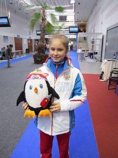 HOW IS SHE SO CUTE. Kim Yuna, Ice Skating, Figure Skating, Yulia Lipnitskaya, Russian Figure Skater, Medvedeva, Sports Figures, Harajuku, Kawaii