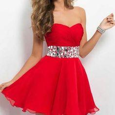 This dress is sooooooooo cute. I would totally wear it!!!