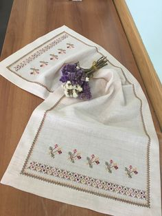 Gülay çakır Cross Stitch Borders, Cross Stitch Patterns, Bargello, Cross Stitch Embroidery, Hand Embroidery, Criss Cross, Table Runners, Le Point, Amigurumi