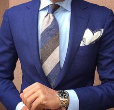 Finish the week off strong with the perfect look. Sharp Dressed Man, Well Dressed Men, Mens Fashion Shoes, Suit Fashion, Mens Attire, Mens Suits, Stylish Men, Men Casual, Blazer Bleu