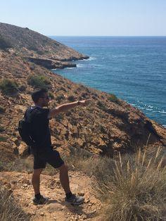 Cálzate tus botas de trekking y organiza una excursión por las calas que encontrarás a ambos lados del litoral de Benidorm.  #senderismo #trekking #calas #turismoactivo #Beniverde #Benidorm #ExcursionesBenidorm #Andar #RutasBenidorm