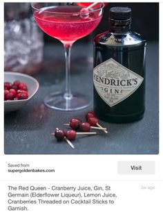 Cranberry juice, gin, and St. Germain all come together to create this Red Queen… Cranberry juice, gin, and St. Germain all come together to create this Red Queen cocktail! Discover the full recipe to make this vivid drink for your next occasion. Easy Halloween Cocktails, Festive Cocktails, Christmas Cocktails, Halloween Party, Popular Cocktails, Le Gin, Hendrick's Gin, Cocktail Sticks, Cocktail
