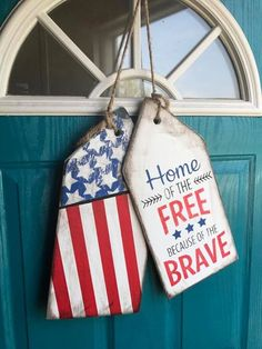 USA door tagsYou can find Door tags and more on our website. Patriotic Crafts, July Crafts, Summer Crafts, Holiday Crafts, Fourth Of July Decor, 4th Of July Decorations, July 4th, Door Tags, Wooden Tags