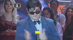 A este juego de A todo o nada los participantes llegan muy concentrados para tratar de desenroscar la tuerca en menos de 10 segundos, pero en este programa hubo un chico que llegó de una manera muy especial y que terminó llevándose la notebook. Mirá: Mens Sunglasses, Game, Men's Sunglasses