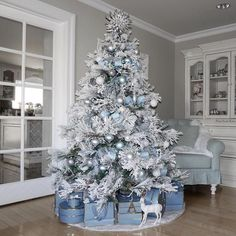 100 White Christmas Decor Ideas Which are Effortlessly Elegant & Luxurious - Hike n Dip Here are best White Christmas Decor ideas. From White Christmas Tree decor to Table top trees to Alternative trees to Christmas home decor in White & Silver Luxury Christmas Decor, Blue Christmas Tree Decorations, Frosted Christmas Tree, Elegant Christmas Trees, Silver Christmas Tree, Noel Christmas, Flocked Christmas Trees Decorated, Vintage Christmas, Christmas Mantles
