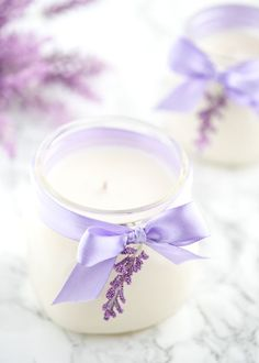 DIY Lavender Candle – how to make soy lavender candles in mason jars + printable gift tags to give as Mother's Day and birthday gifts. Homemade Candles, Diy Candles, Lavender Candles, Scented Candles, Candles In Jars, Homemade Gifts, Diy Candle Labels, Candle Making Business, Fotografia