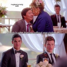 Kurt was almost dying of laughter and Blaine was all calm like it was normal. Glee Memes, Glee Quotes, Chris Colfer, Darren Criss, Blaine And Kurt, Glee Club, Funny Scenes, Book People, Gay Couple