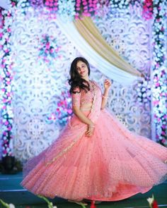 55 Bridal Lehenga designs that will inspire you - Wedandbeyond Pink Bridal Lehenga, Lehenga Wedding, Designer Bridal Lehenga, Indian Bridal Lehenga, Party Wear Lehenga, Designer Lehanga, Floral Lehenga, Pakistani Designer Suits, Wedding Mandap