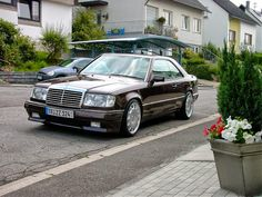 Mercedes 124, Mercedes Benz Coupe, Mercedes Maybach, Bmw Classic Cars, Classic Mercedes, W124 Cabrio, Merc Benz, Mercedez Benz, Vintage Porsche