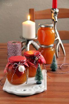 Heute vor einer Woche habe ich euch mein für dieses Jahr erstes Weihnachtsgeschenk aus der Küche gezeigt. Den wirklich leckeren Sahne-Karam...