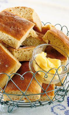 Lammin ohut pitoleipä | Maku Cornbread, Ethnic Recipes, Food, Millet Bread, Essen, Meals, Yemek, Corn Bread, Eten