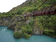 On this day in 1988 the first customer paid to bungy jump off of the historic Kawarau Gorge Suspension Bridge near Queenstown. Attraction World, Scary Bridges, Bungee Jumping, Suspension Bridge, Romantic Getaway, Photos Of The Week, Extreme Sports, Us Travel, Travel Packing