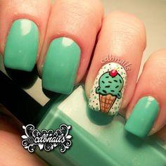 DI-VI-NAS!! Así se ven las uñas decoradas con unos deliciosos helados…