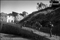 Sicily. US soldiers in Troina. 1943//Robert Capa