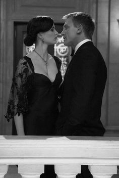 Daniel Craig as James Bond and Eva Green as Vesper Lynd in Casino Royale (2006).