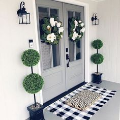 ✔ 36 diy fall front door decor that you want to do 22 Farmhouse Mantel, Farmhouse Remodel, Farmhouse Front, Modern Farmhouse, Front Door Entrance, Front Door Decor, Front Porch, Front Entry, Front Doors