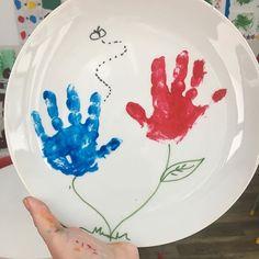 Um bom dia bem colorido!!!!!#materniarte #maplebearpompeia Pregnancy, Tableware, Instagram, Toddler Activities, Mother's Day, Buen Dia, Log Projects, Stuff Stuff, Art Classroom