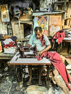 Puducherry, (Pondichéry, Tamil Nadu). Small businesses would make beautiful clothing with such simple equipment.