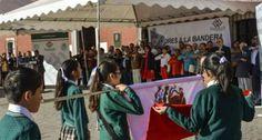 Donan Banderas a Instituciones Educativas