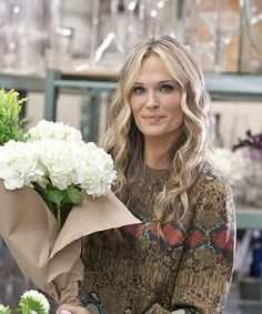 Molly Sims Takes Us Through Her Makeup Bag #refinery29 She's pretty flawless, so check back at this.