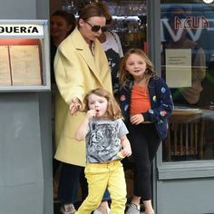 Stella McCartney and her daughters Riley and Bailey. Paul Mccartney Daughter, Mary Mccartney, Paul Mccartney And Wings, Stella Mccartney Kids, The School Run, Family Photo Album, Sir Paul, Step Kids, The Fab Four
