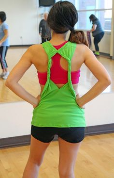 DIY Workout T-shirt: Based on the Forever 21 yoga top. (Grosgrain: 30 Days of DIY Workout Wear: Day 1)