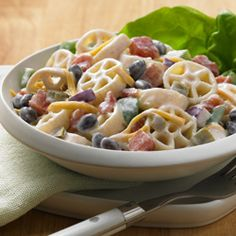 Southwest Pasta S this twist on pasta salad warm or cold! Easily prepare this Southwest pasta salad for a picnic or family barbecue with Ranch Style black beans, diced tomatoes and Cheddar Easy Pasta Recipes, Pasta Salad Recipes, Pasta Ideas, Vegetarian Recipes, Cooking Recipes, Healthy Recipes, Fun Recipes, Veggie Recipes, Summer Recipes