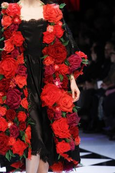 The complete Dolce & Gabbana Fall 2016 Ready-to-Wear fashion show now on Vogue Runway. Look Fashion, Fashion Details, High Fashion, Fashion Show, Fashion Design, Fashion Clothes, Fashion Ideas, Net Fashion, Style Clothes