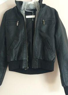 Kup mój przedmiot na #vintedpl http://www.vinted.pl/damska-odziez/kurtki/14567525-czarna-kurtka-z-bluza