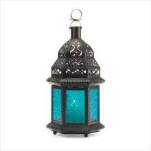 Love these lanterns, especially with the blue glass!
