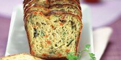 CAKE AUX LEGUMES DE FIN D'ETE (Pour 4 P :  5 oeufs • 280 g de farine • 200 g de beurre pommade + 20 g pour le moule • 4 g de levure • 100 g de courgettes • 1 poivron rouge • 100 g de haricots verts • 150 g de carottes • sel fin, poivre blanc)